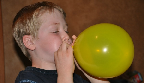 Buzz bomb balloon game