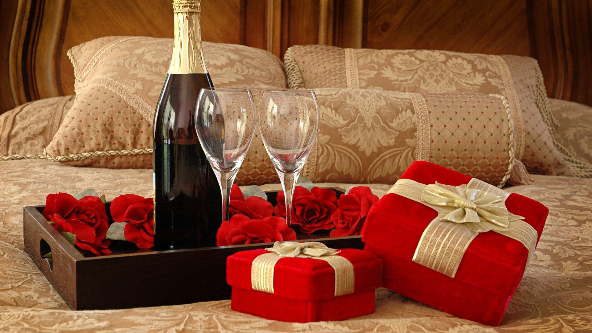 romantic gifts to give your girlfriend
