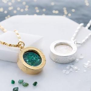 normal_emerald-birthstone-locket-necklace